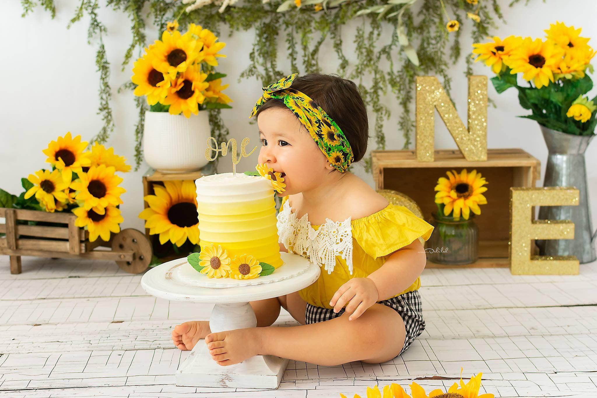 Sunflower theme cake smash #sunflowers #firstbirthday # ...