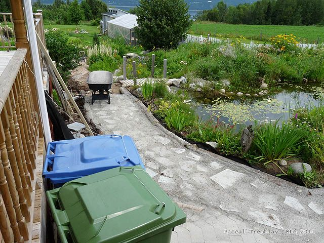 How To Build A Garden Pathway Page 1 Preparation And Gravel 2 Installation Of Geotextile Fabric 3 Logs Borders Stone Dust