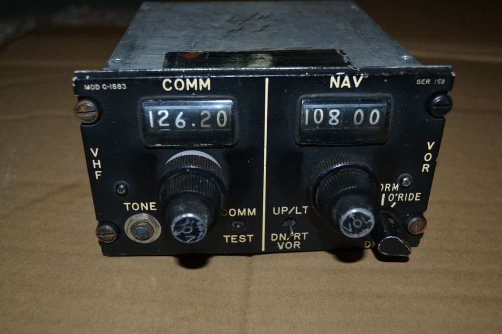 Aircraft VHF NAV COMM Radio Control Panel - Gables G-1883-05