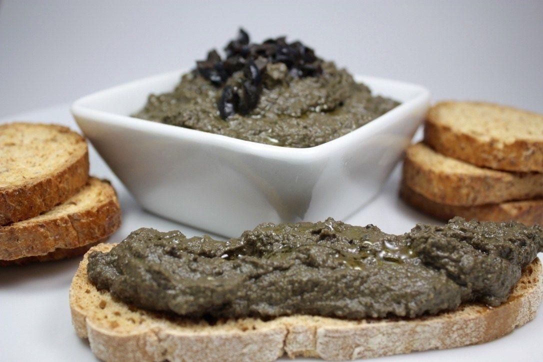 Tapenade O Paté De Aceitunas Negras Con Alcaparras Y Anchoa Pate De Aceitunas Recetas De Comida Aceitunas Negras