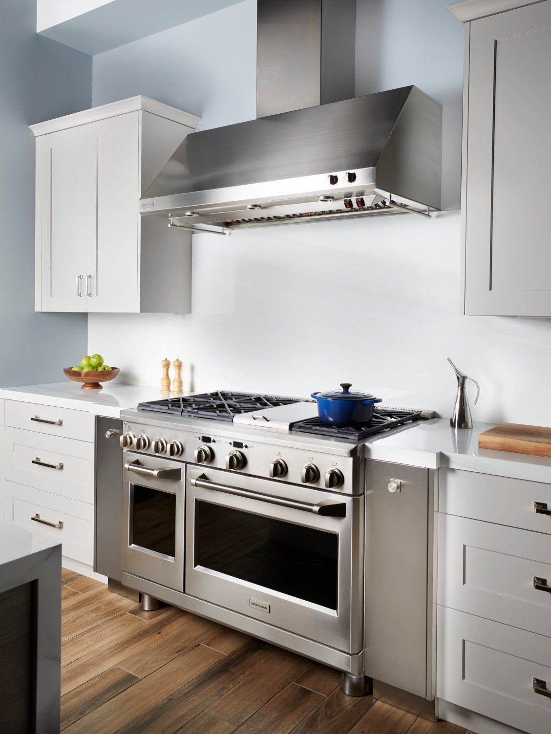 Years Of Intensive Research And Development Make Monogram Ranges The Choice For Restaurant Caliber Cooking In The Ho Luxury Kitchen Monogram Appliances Kitchen