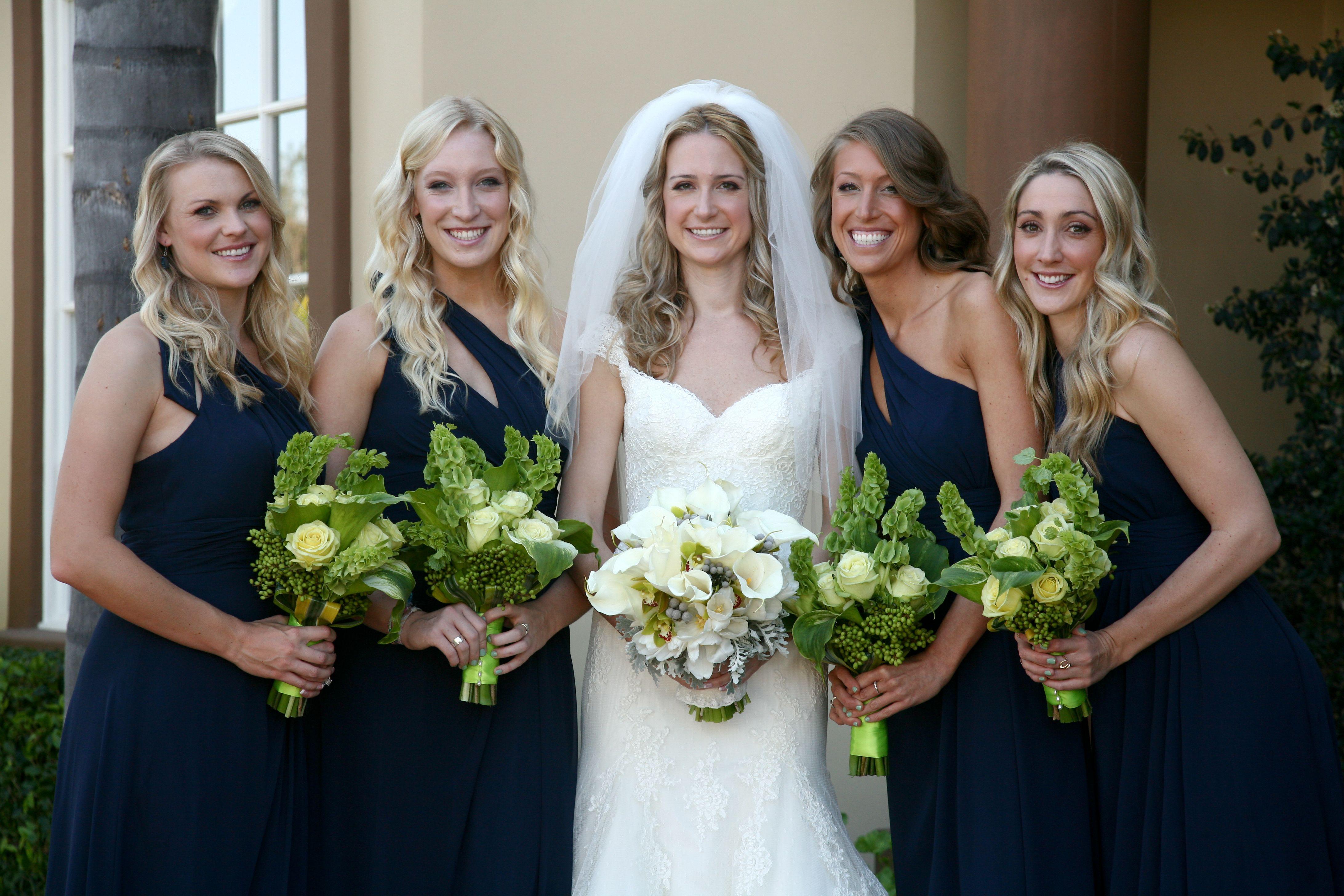 Using bells of ireland in wedding bouquet so nice ladies using bells of ireland in wedding bouquet so nice ladies are ombrellifo Choice Image