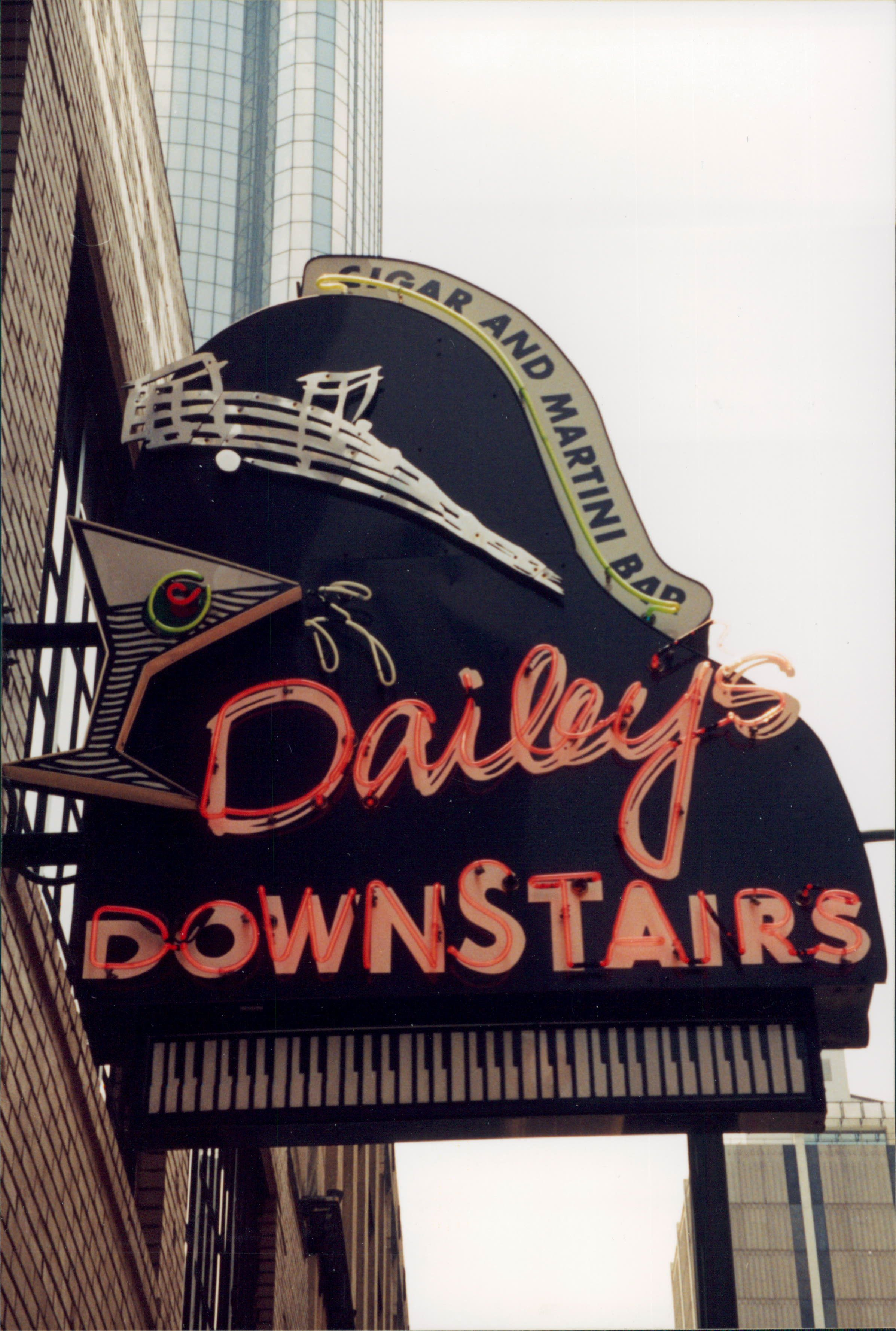 Dailey S Downstairs Atlanta Georgia The Best Dessert I Ever Had Came From This Restaurant My Dad Would Bring Home Vintage Neon Signs Neon Signs Retro Sign