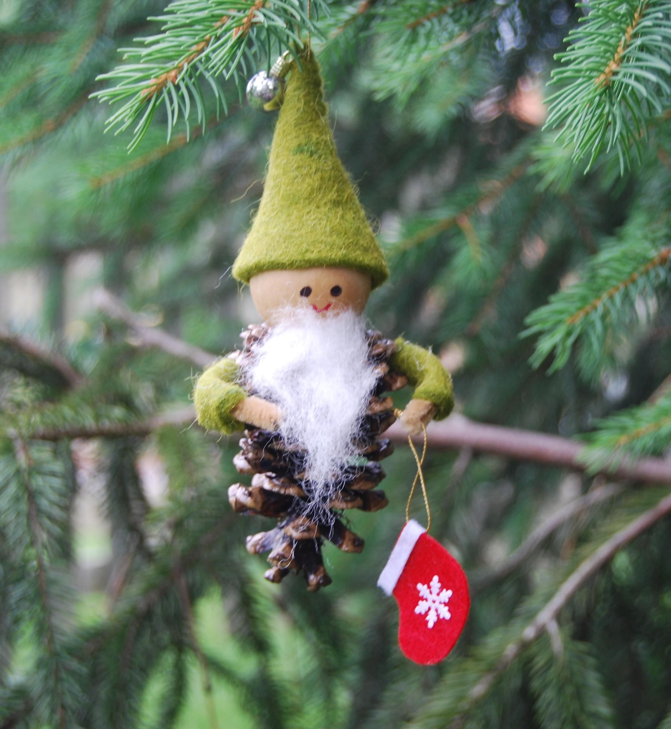 Pinecone Gnome With Christmas Stocking Christmas Decorations Christmas Crafts Christmas Ornaments
