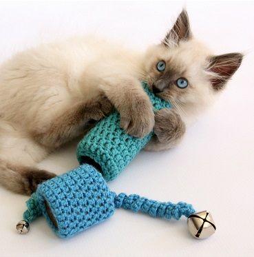 Como hacer juguetes para gatos tejidos a crochet | YO Baby! (Yarn ...