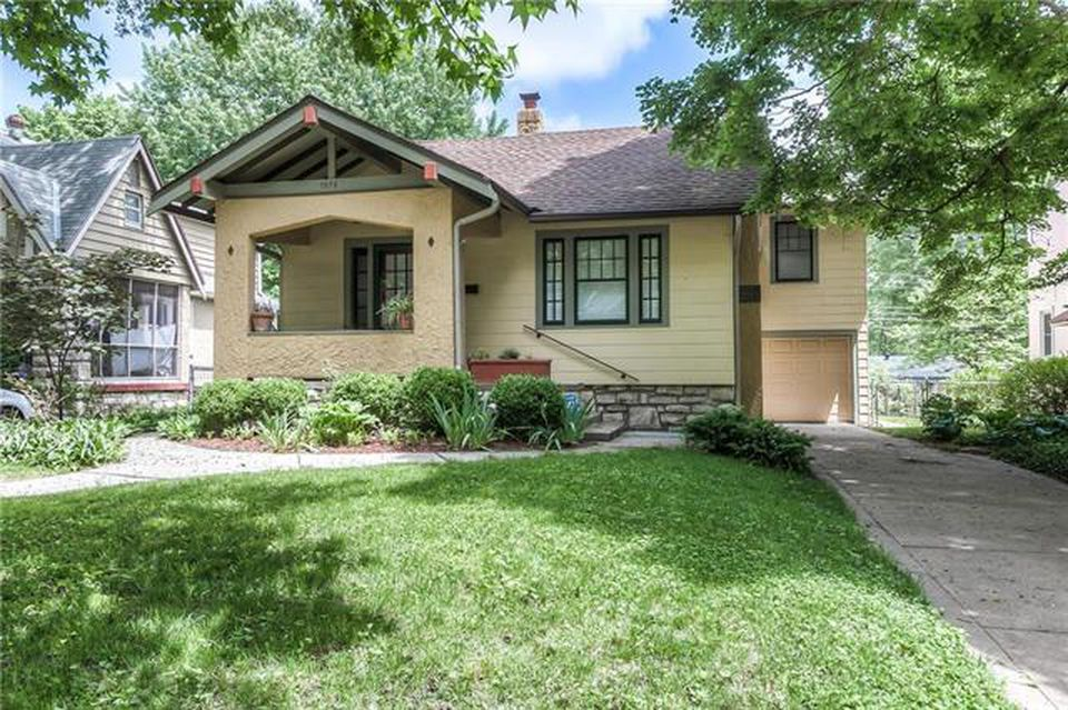 7579 Grand Ave Kansas City Mo 64114 Mls 2108249 Zillow Craftsman Exterior House Styles Zillow