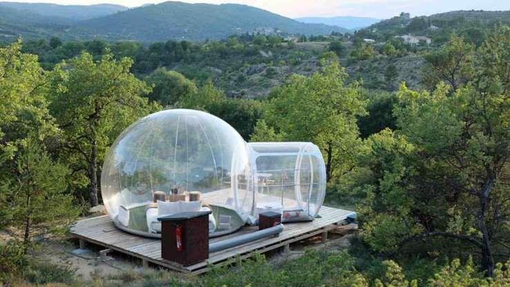Avez Vous Deja Tente De Dormir Dans Une Bulle Transparente En Pleine Nature Mediterraneenne C Est Att Maison Dans Les Arbres Hotel Insolite Hotel Bulle