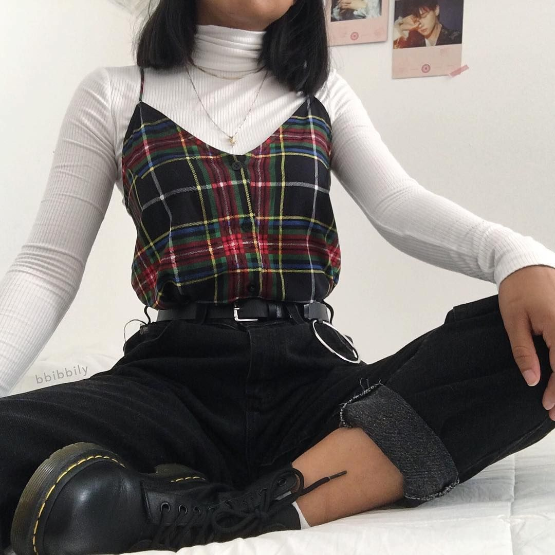 Books or movies ? - - For more follow @_vintage.looks_ Source by pentagxx18 outfits 90s
