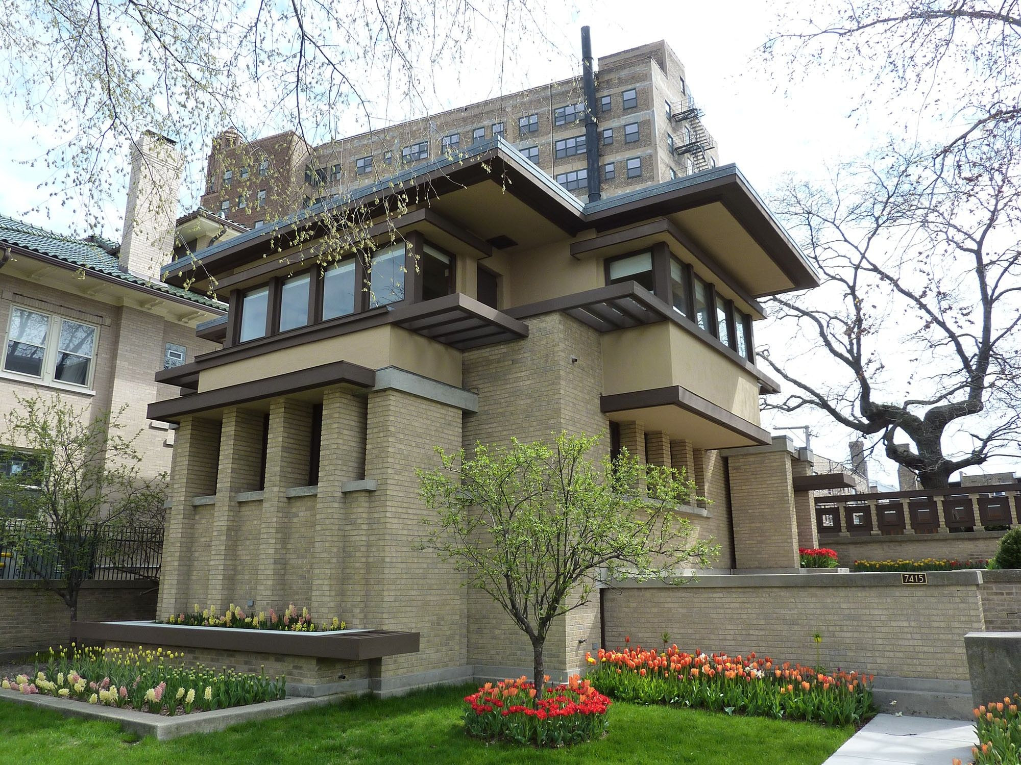 Frank lloyd wright 39 s prairie school architecture is often for Prairie school house plans