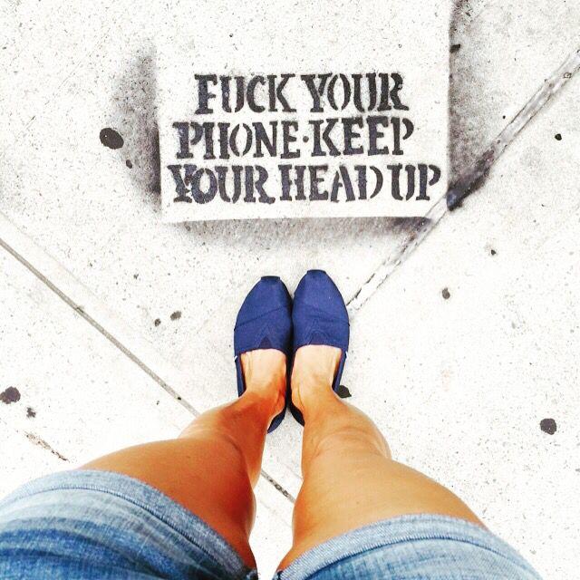 Para quem curte arte, NY tem de tudo, além das vitrines incríveis vc também pode estar pisando em uma, logo abaixo dos seus pés!!! Por isso deixe o celular de lado e levante a cabeça para não perder esse mundo de informações, e design que te rodeiam!!