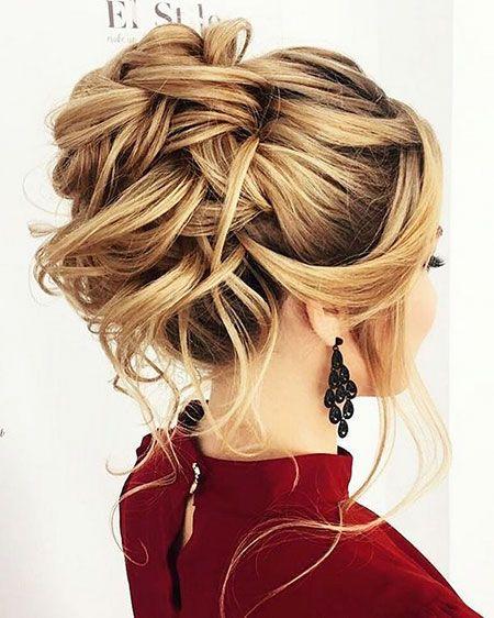 23 coiffures de demoiselle d'honneur pour cheveux longs