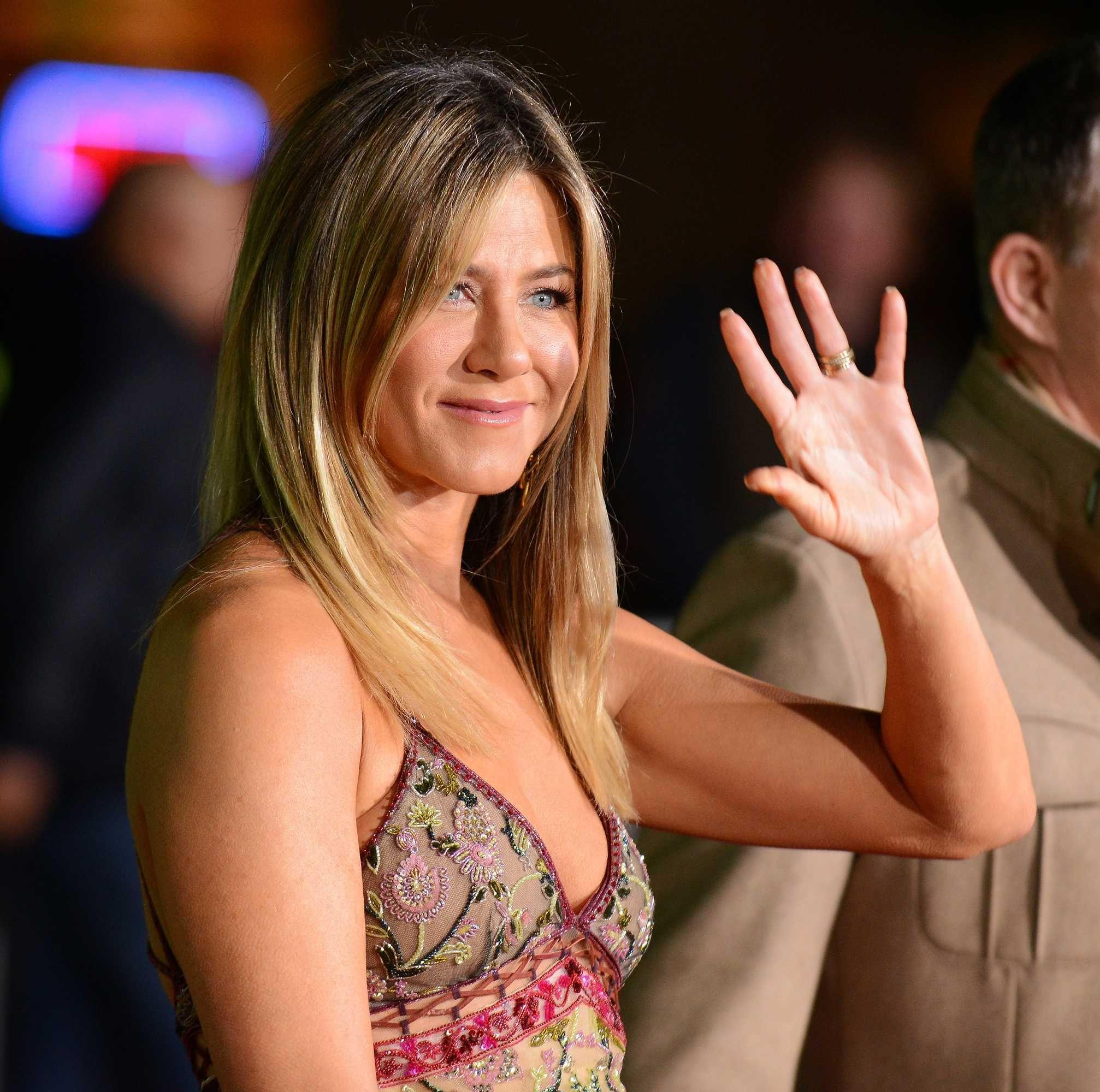 Jennifer Aniston - \