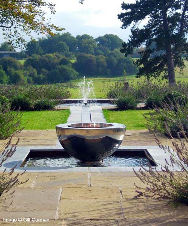 Décoration de jardin moderne avec bassin aquatique