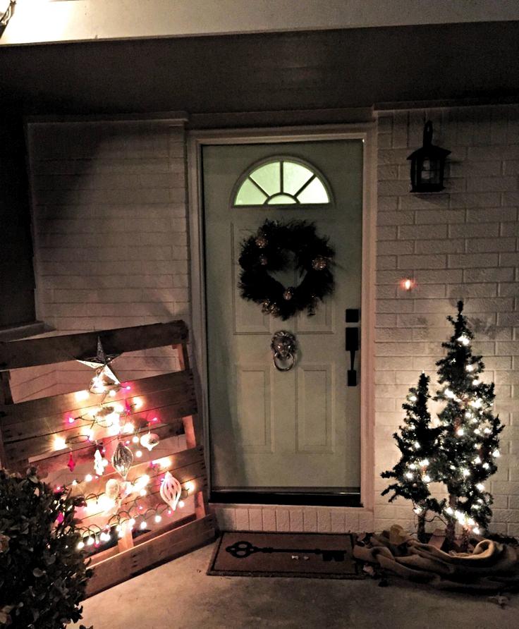 Ideen für Weihnachtsdekorationen im Freien - ein wunderschön beleuchteter Eingang, #beleuchteter #ein #Eingang #freien #für #Ideen #Weihnachtsdekorationen #wunderschön