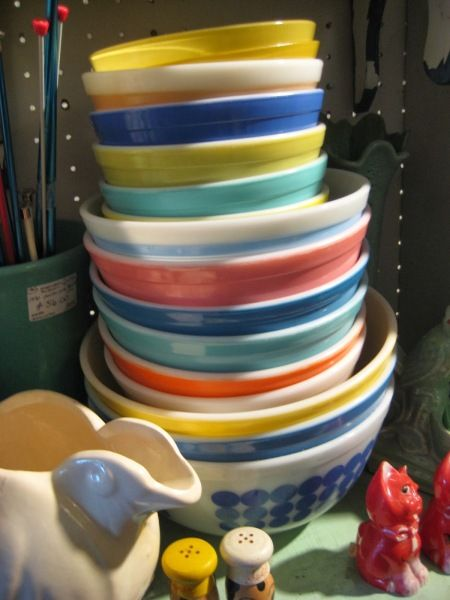 Vintage Pyrex Spotted At Tomato Factory Antiques Vintage Pyrex