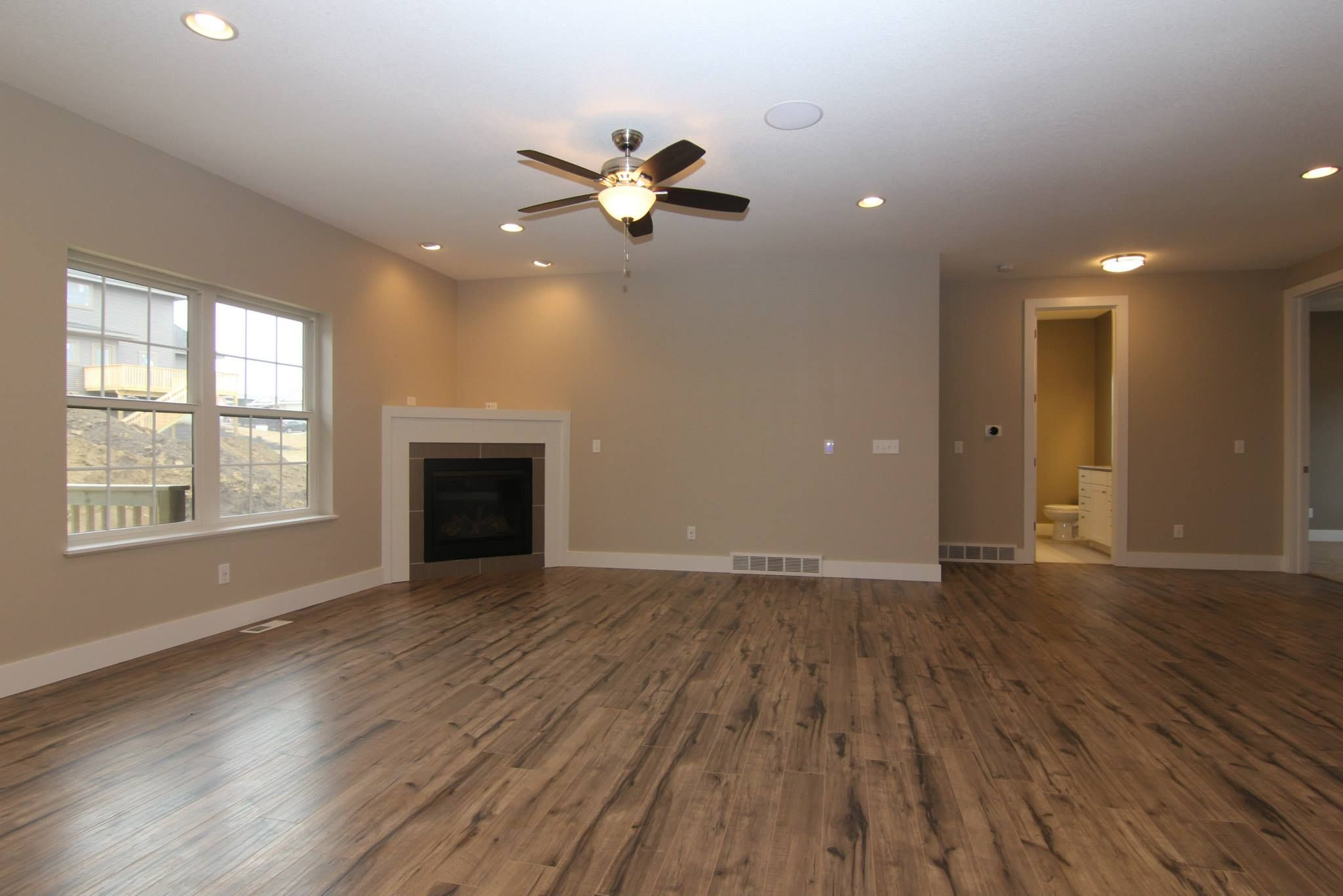 Shaw Timberline Laminate flooring COLOR 00543. Ceiling