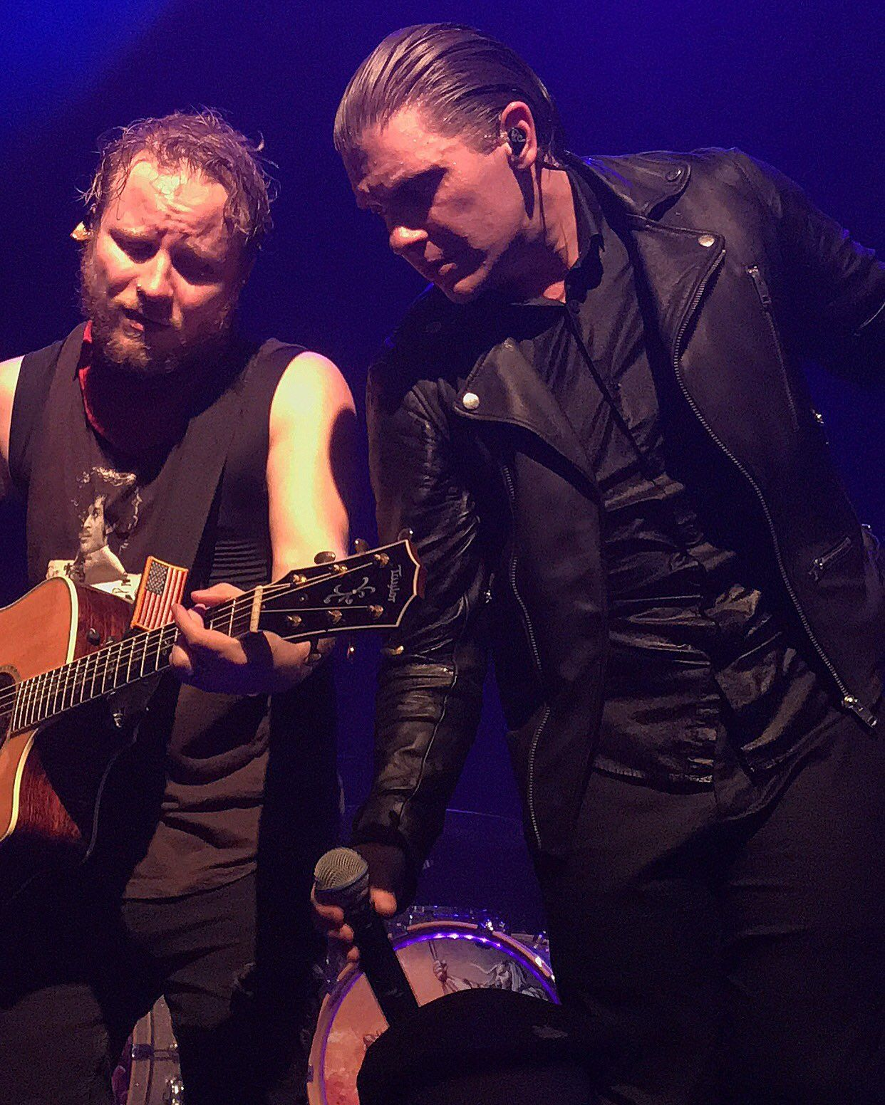RT @ZMyersOfficial: So sweaty RT @BMWChicka: One of my favorite shots from last night  @ZMyersOfficial @TheBrentSmith https://t.co/uQ05XgE82J