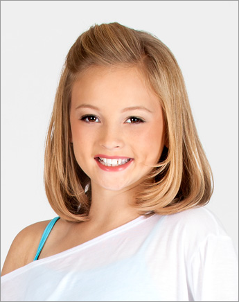Little Girl Half-Up Hairstyle. This is super cute and light! Love the length!