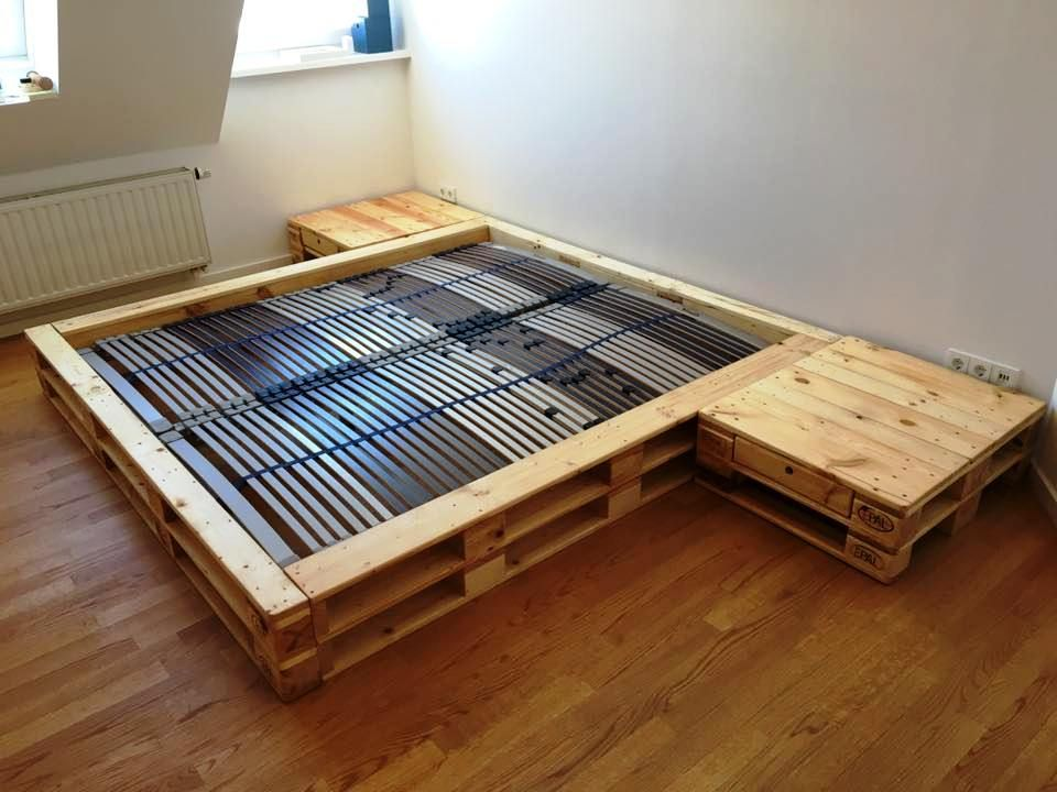 Cozy Pallet Bed With Side Tables Wooden Pallet Beds