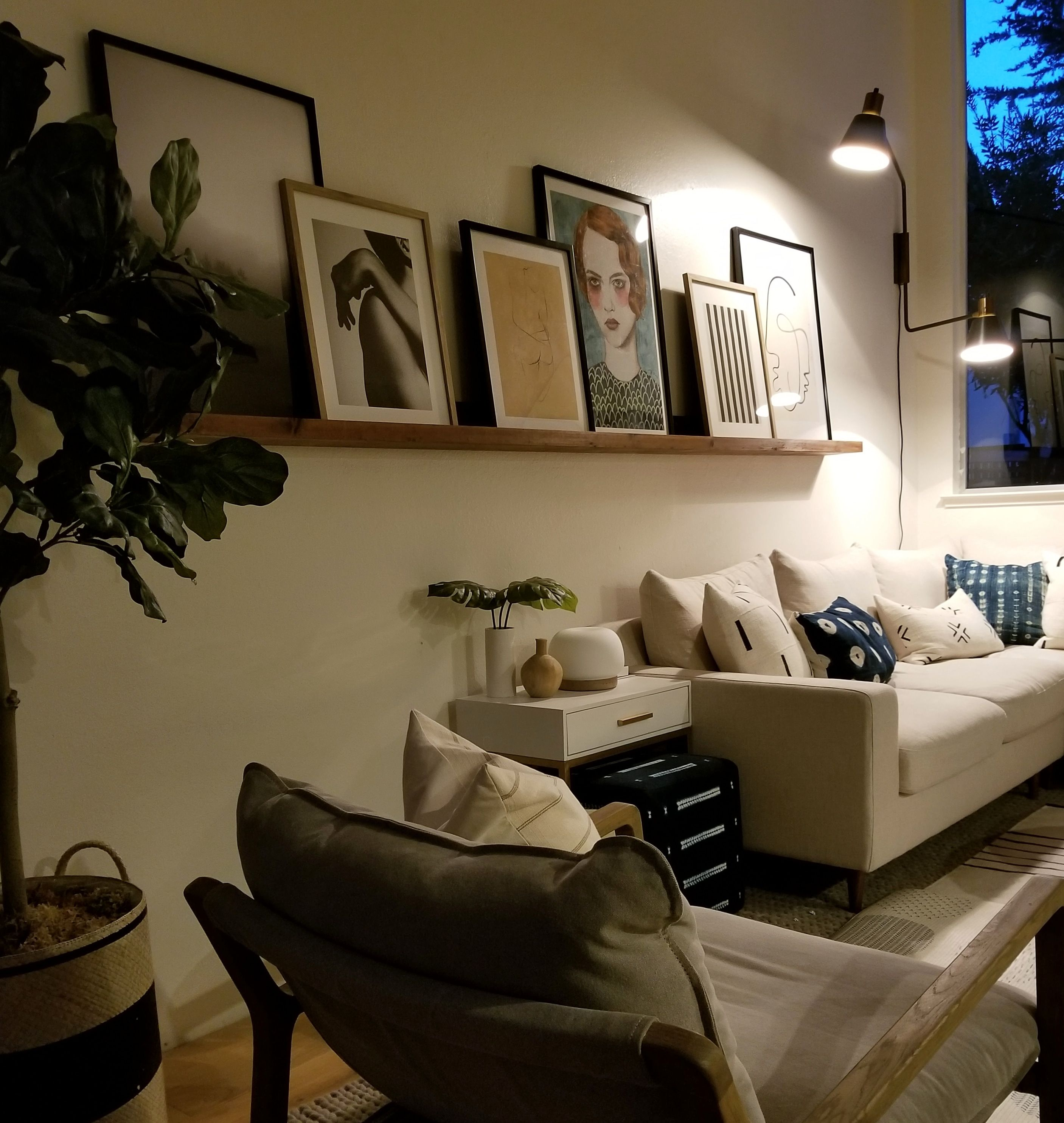 Diy 10 Foot Picture Ledge In 10 Steps For Under 50 Bucks Kismet House Family Room Walls Picture Ledge House
