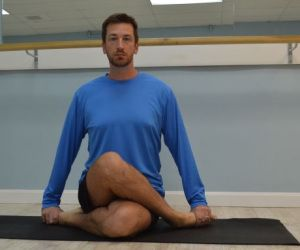 7 yoga poses for runners and cyclists 3 gomukhasana/cow