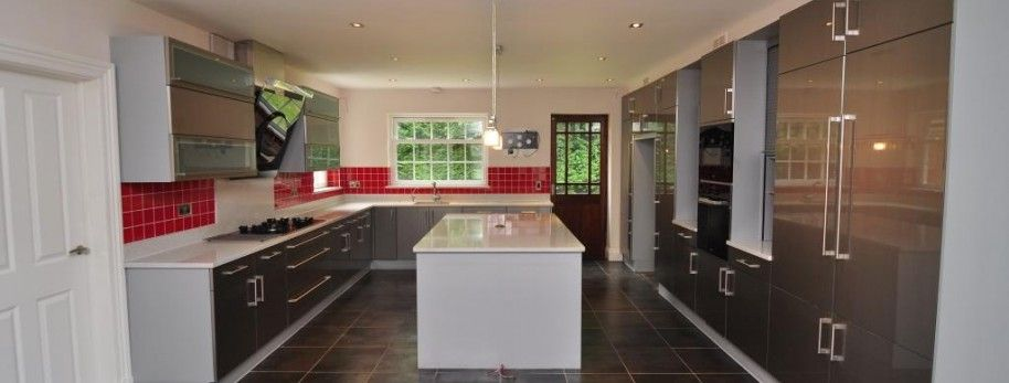 This stylish used bauformat kitchen is approximately 4 years old it features quartz worktops