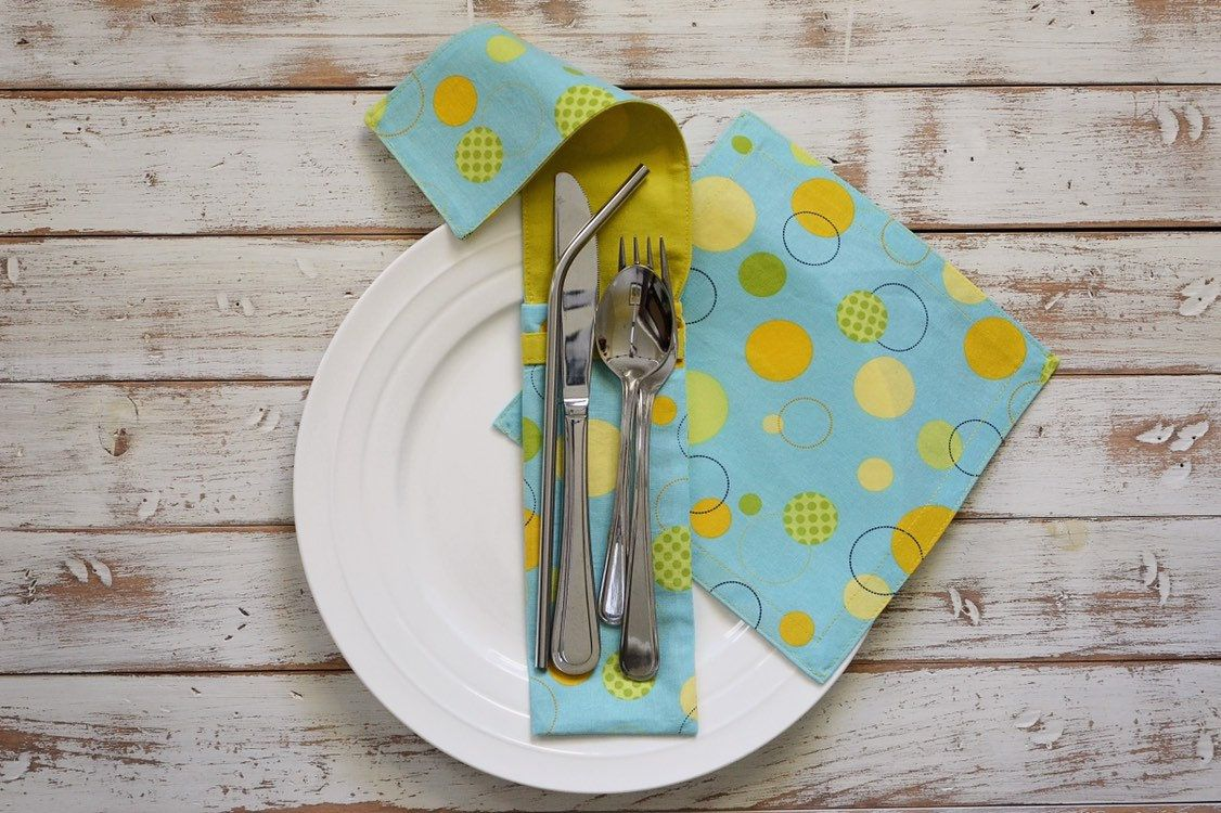 Reusable Cutlery Pouch with Cloth Napkin / travel utensil pouch / zero waste / teacher gift / Canada #clothnapkins