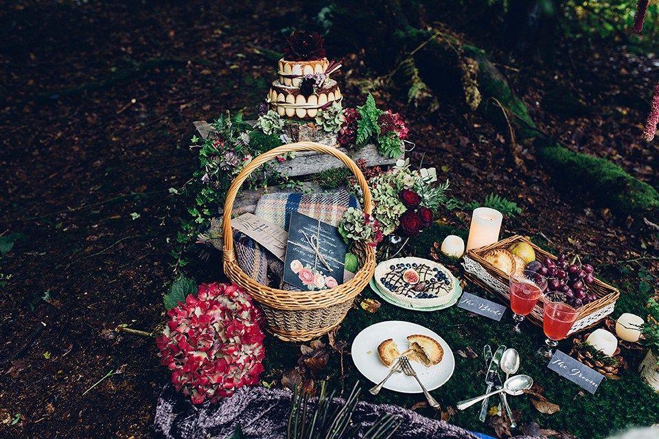 cesta para colocar lembranças dos convidados (como toalhas enroladas), ou bem casados e deixar em cima da mesa dos doces