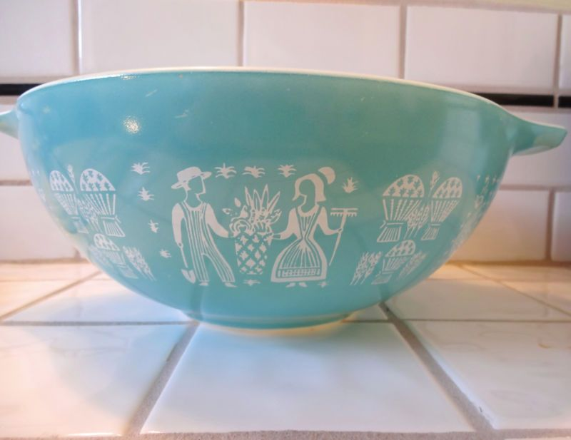 444 Pyrex Town and Country 4 QT Cinderella Bowl