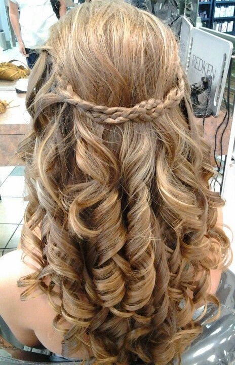 Pin By Melba Sanches On Sara S Wedding Planning Medium Hair Styles Prom Hair Medium Long Curly Hair