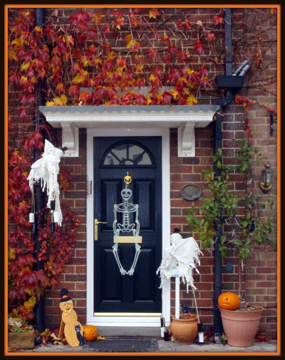 From elegant to ghoulish, we\u0027ve got outdoor Halloween decorating - Front Door Halloween Decorations