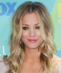 Kaley Cuoco Hairstyle: Casual Long Wavy Hairstyle