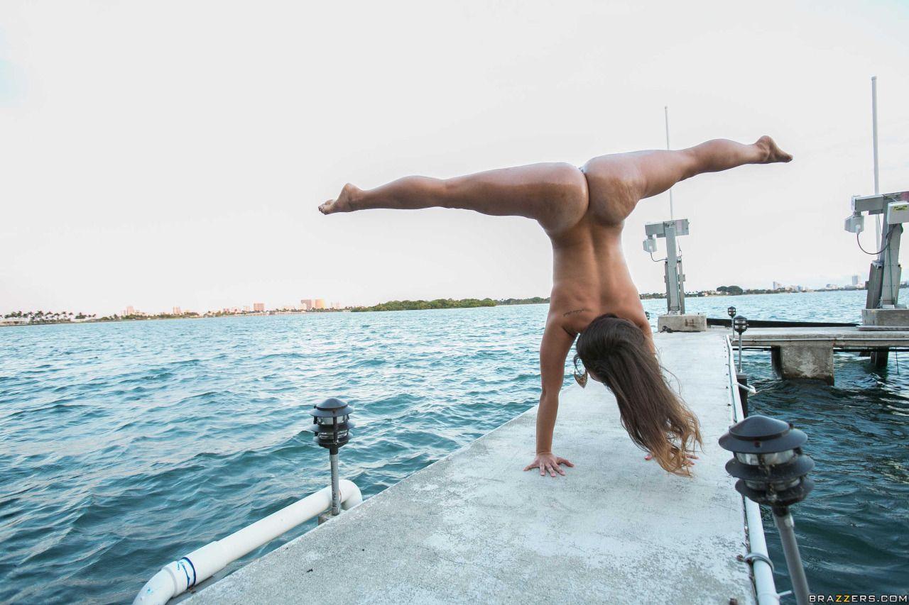 Kelsi Monroe Handstand