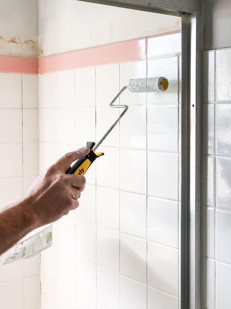 How To Paint Your Bathroom Tile The Easy Way Diy Pinterest