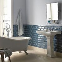 Jugendstil-Badezimmer mit Metrofliesen | Haus | Badezimmer ...
