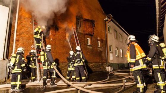 #Feuer in Taunusstein - Hier verbrennt ein Scheune
