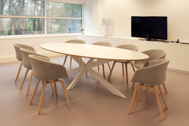 Ovale vergader tafel crux met stoelen van hay mixed for Table ovale ikea