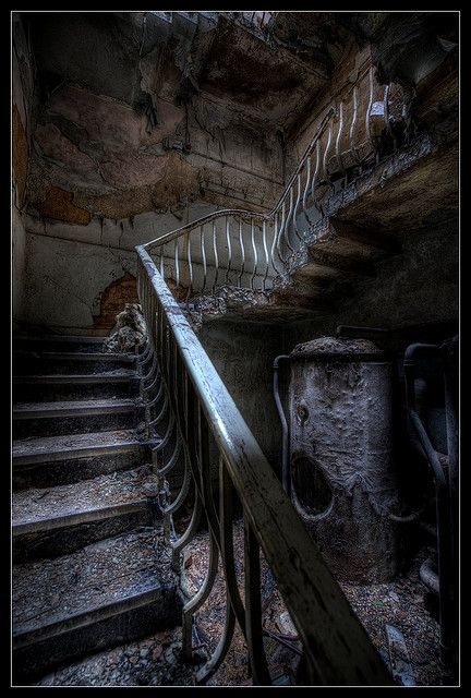 abandoned, stairway, trapper, gloomy, history, architechture, arkitektur, forfald, decay.