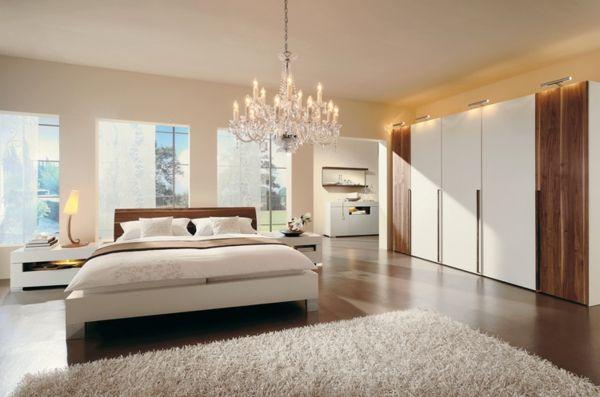 Schlafzimmerwand gestalten - Wanddeko hinter dem Bett | Warmes ...