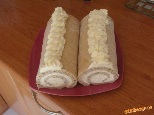 Ušleháme bílky s cukrem do tuha, pak lehce vmícháme mouku smíchanou s lískáčema. Rozetřeme na veliký...