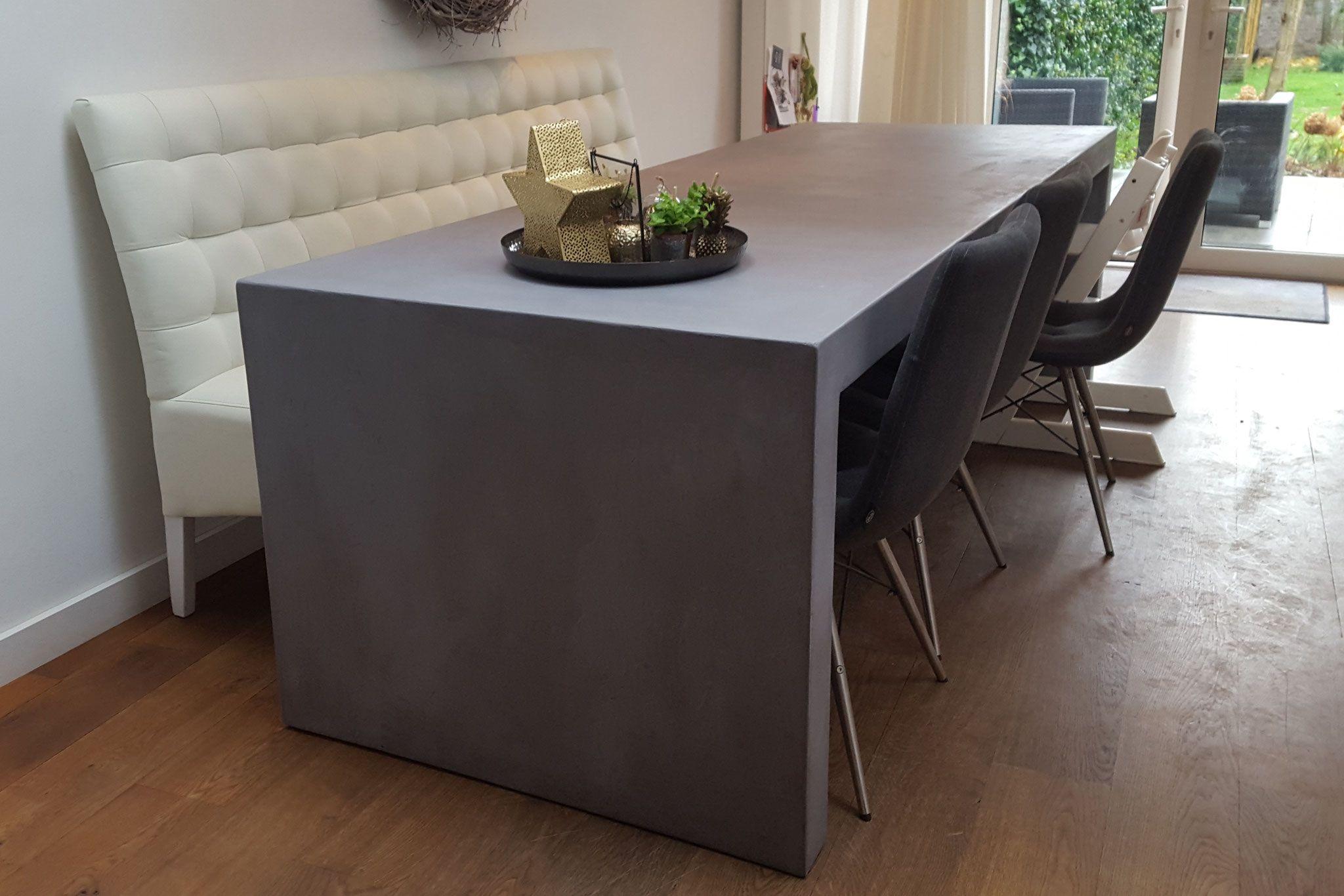Grote of kleine tafel voor binnen of buiten. in elke maat en kleur