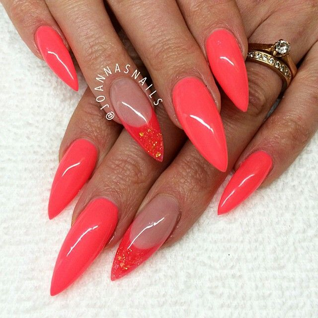 short acrylic nails which look beautiful. #