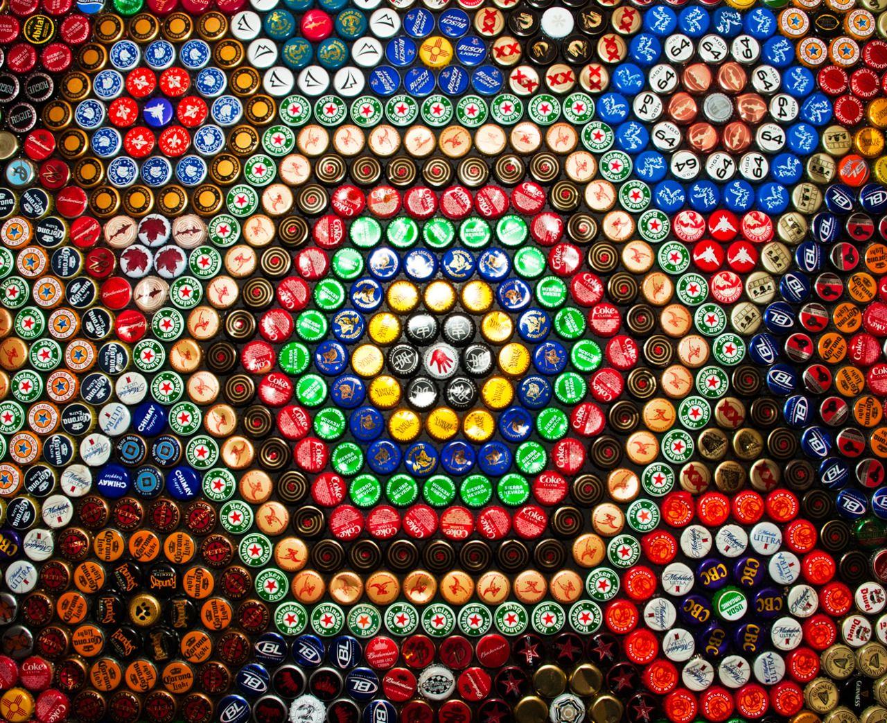 Forget me not smile bottle cap coffee table diy for Bottle cap designs