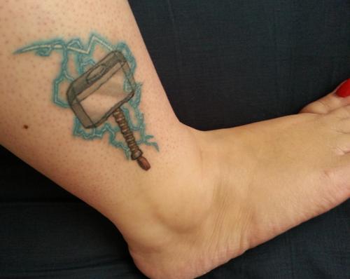 Marvel Mjolnir   Marvel tattoos, Mjolnir tattoo, Avengers ...