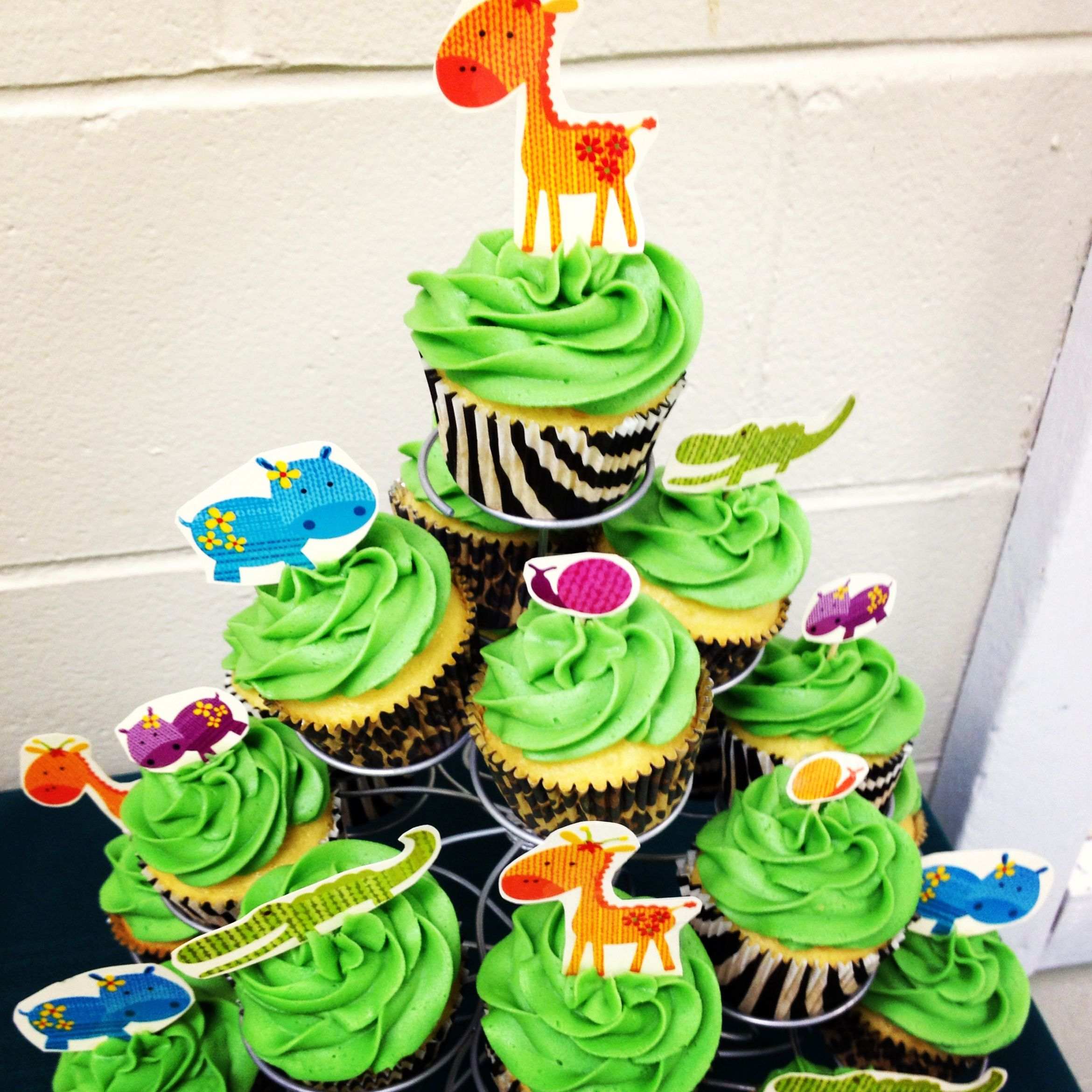 Jungle Cupcakes for my cousins baby shower.