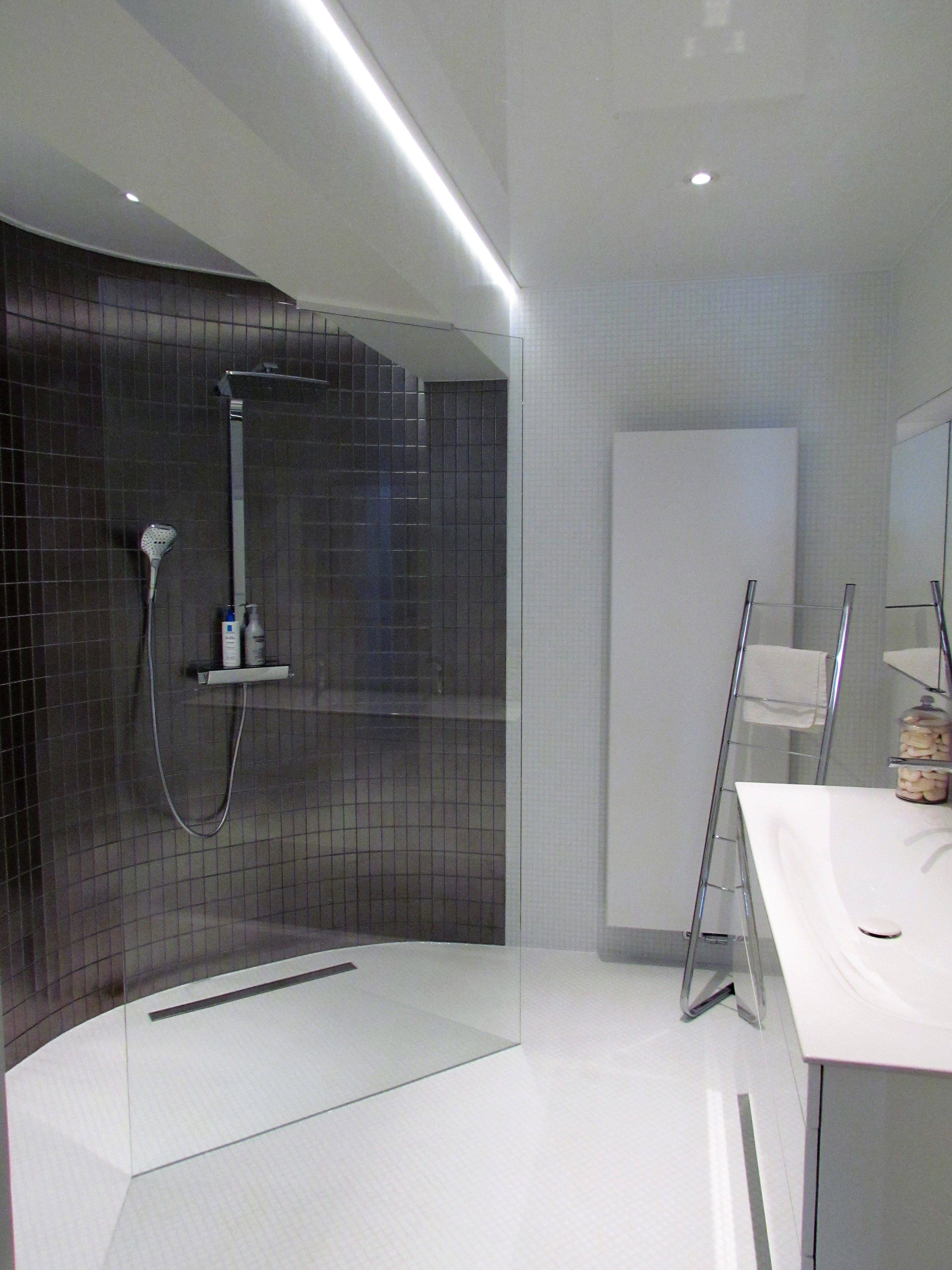 Witte badkamer mozaiek inloopdouche | Badkamers | Pinterest