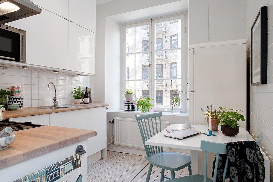 suelo de madera teñida de color claro sofa blanco ikea sillas de ...