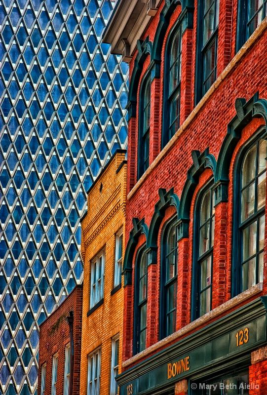 Old market square buildings flanked by the Steelworkers HQ in Pittsburgh