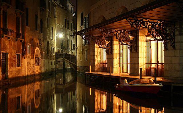 night canal - Venice | by © reenoreluv | via zarzor