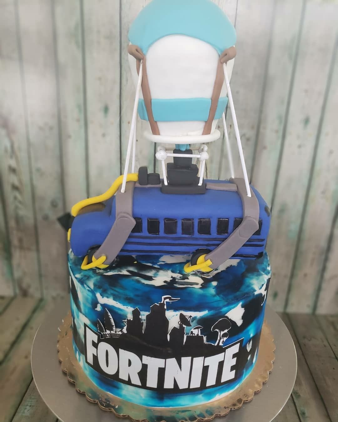 Fortnite battle bus cake  Bus cake, Birthday party cake, Birthday